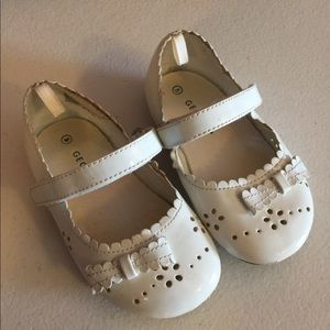 Cute toddler girls white dress shoes